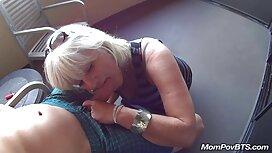 Mẹ kế ôm lấy người phụ nữ trẻ và trồng cô ở trong cô phim sex kho che